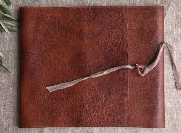 Pochette en cuir etrusque. Papier photo Amalfi